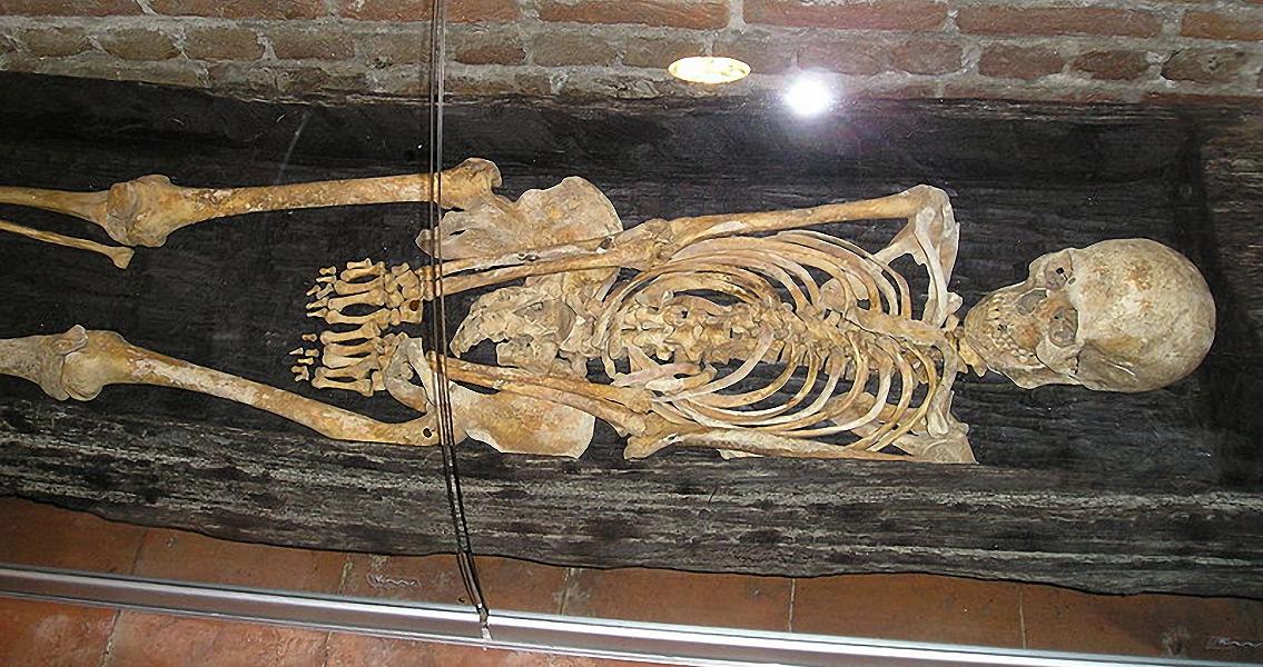 Medieval Mass Graves Revealed Under Paris Supermarket