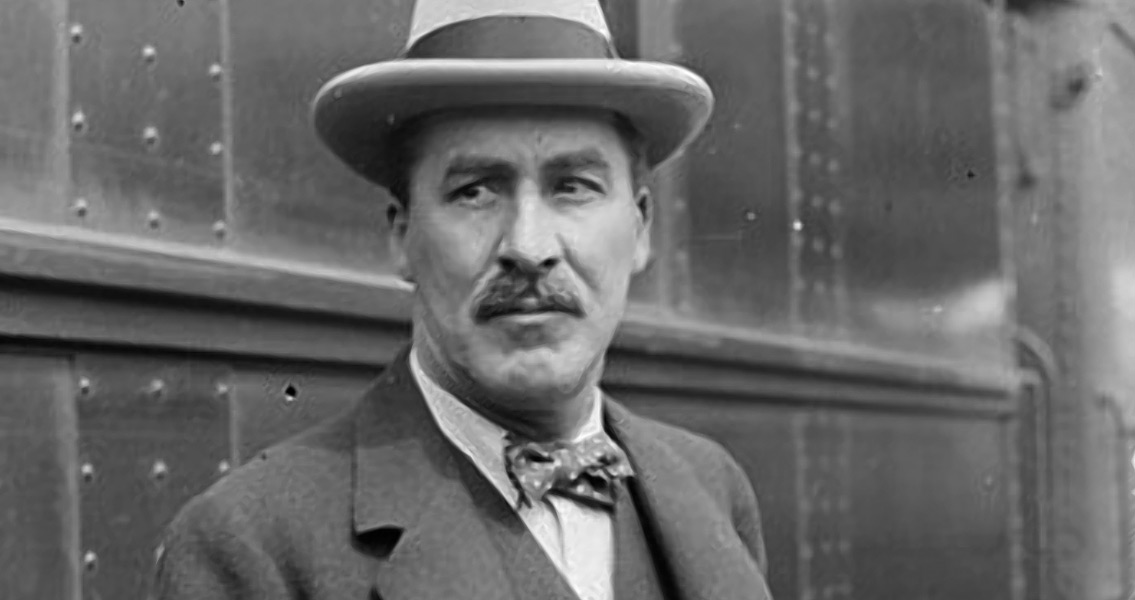 Howard Carter's First Glimpse Into Tutankhamun's Tomb