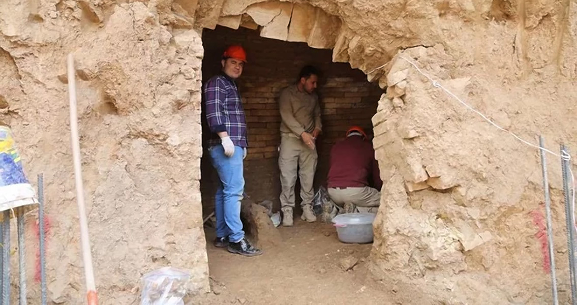 Neo-Assyrian Tomb Complete with Skeletons Discovered in Iraq