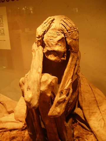 Archaeologists discover 1,000 year old Ychsma mummy in Peru